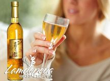 Tác dụng ít ai biết của rượu mơ vẩy vàng Nhật Bản