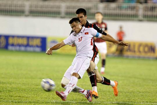 Trước một đối thủ mạnh như U19 Seoul thì bắt buộc HLV Vũ Hồng Việt phải có một lối chơi cải thiện hơn.